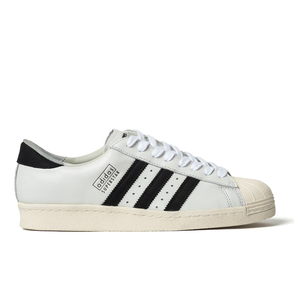 A PREMIUM OF THE '80S ADIDAS SUPERSTAR SNEAKER. The adidas Superstar sneaker  '70s as basketball's first all-leather low top and rose to new heights in the 1980s as a streetwear staple. These shoes are a finely crafted version of the '80s design. They feature a full grain leather upper and smooth leather lining for a luxurious step-in feel. The rubber shell toe and thick cupsole keep them true to their B-ball roots.  Product code: EE7396 off the hook montreal boutique canada sneakers shoes recon white