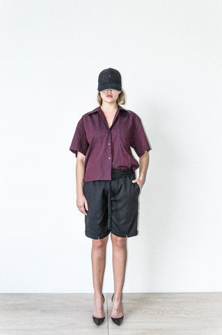 BOX SHORT W/ SIDE SEAM DETAIL IN BLACK WOOL CREPE