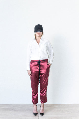 HYBRID PANT W/ SIDE SEAM DETAIL IN BURGUNDY SILK SATIN