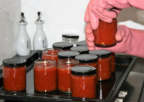 Use suitable hand protection to fill hot sterilised jars with jam or preserves