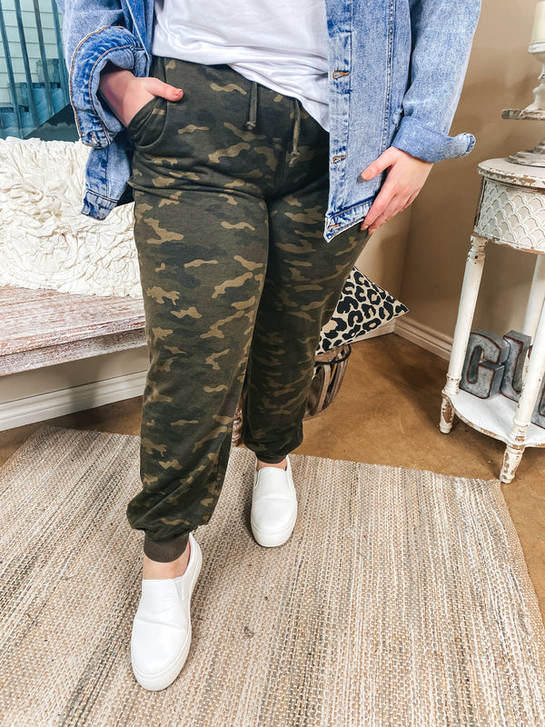 Too Cozy To Concentrate Drawstring Joggers with Pockets in Camouflage