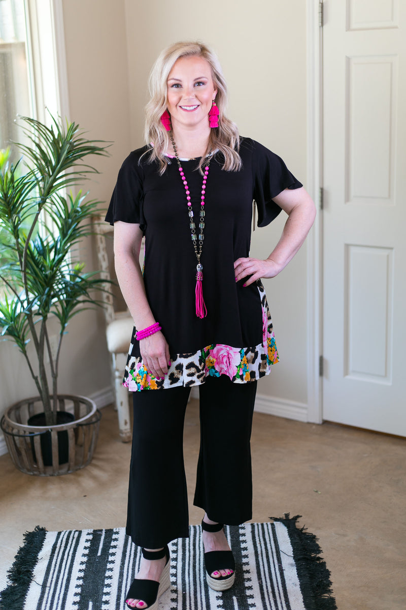 Effortless Style Short Sleeve Tunic with Leopard Print & Floral Ruffle Trim in Black