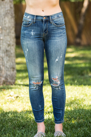 Street Style Destroyed Relaxed Fit Boyfriend Jeans in Medium Wash