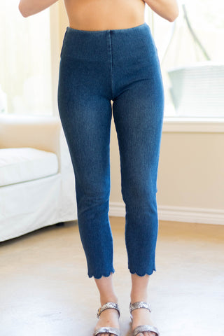 Lysse Denim Scallop Edge Capri Leggings in Medium Wash