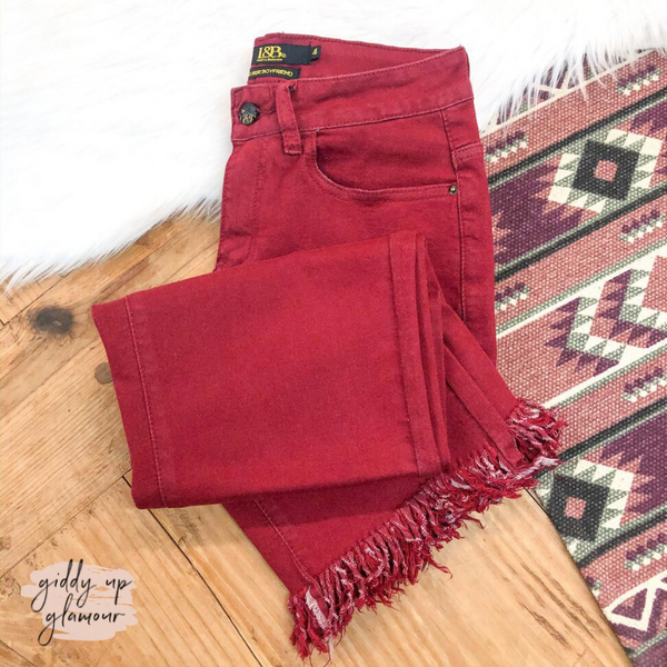 Unexpected Edge Frayed Ankle Crop Boyfriend Jeans in Maroon