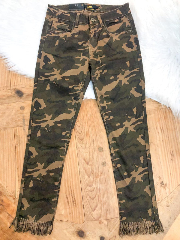 L&B |  Living On the Edge Ankle Crop Skinny Jeans in Camouflage