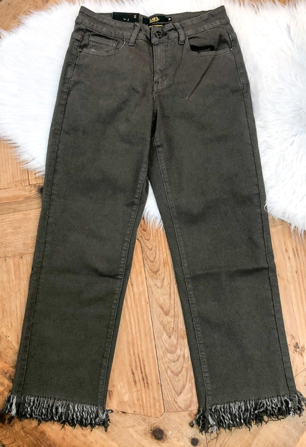 Unexpected Edge Frayed Ankle Crop Boyfriend Jeans in Olive Green