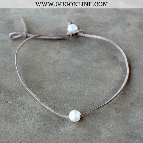 Leather Choker Necklace with Pearl in Tan