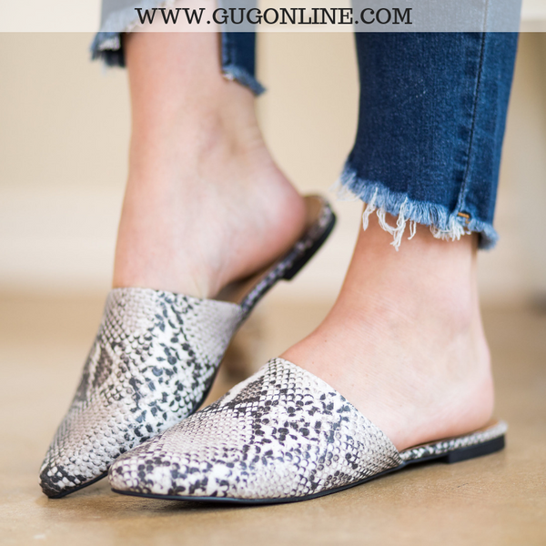 Cute Trendy Flat Snakeskin Shoes