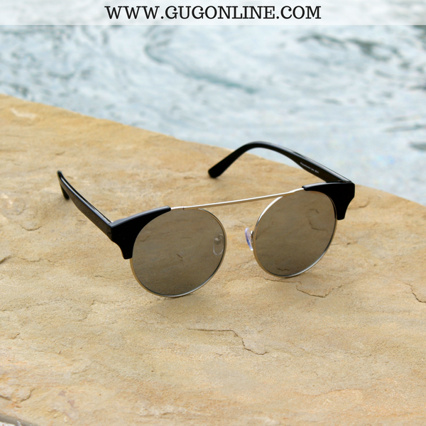 The Nina Round Cat Eye Sunglasses in Black