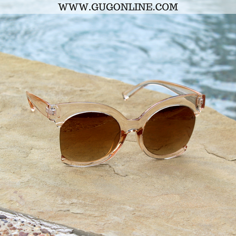 The Hanna Cat Eye Sunglasses in Champagne