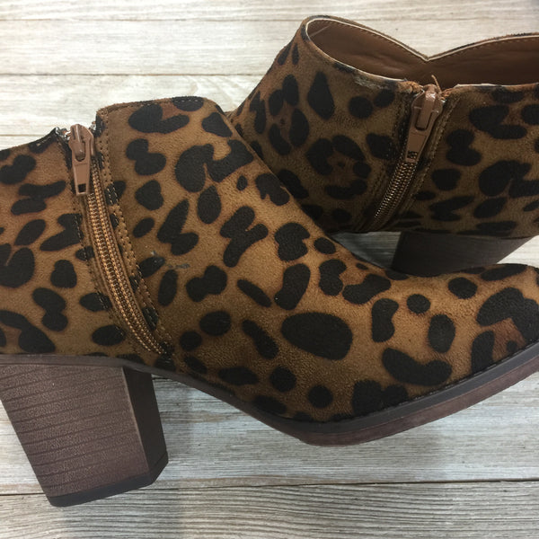 Damaged | Prowlin' Around Heeled Booties in Leopard | Size 7