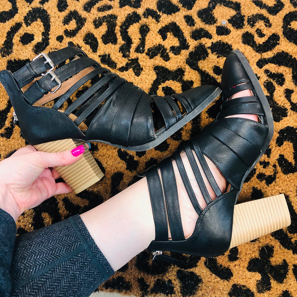 Model Shoes | Qupid | Tiber Black Strappy Heels | Size 8