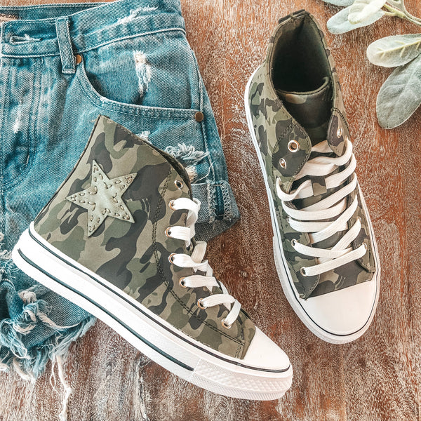 Stomp the Rhythm High Top Lace Up Sneakers in Camo