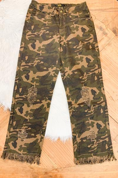 L&B | Unexpected Edge Frayed Ankle Crop Boyfriend Jeans in Camouflage