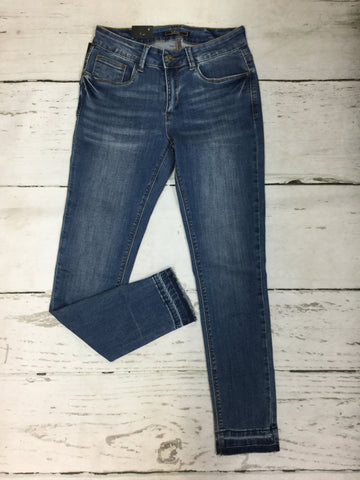 Closeout Jeans Style 148624 (L17039) SIZE 4 & 24 ONLY