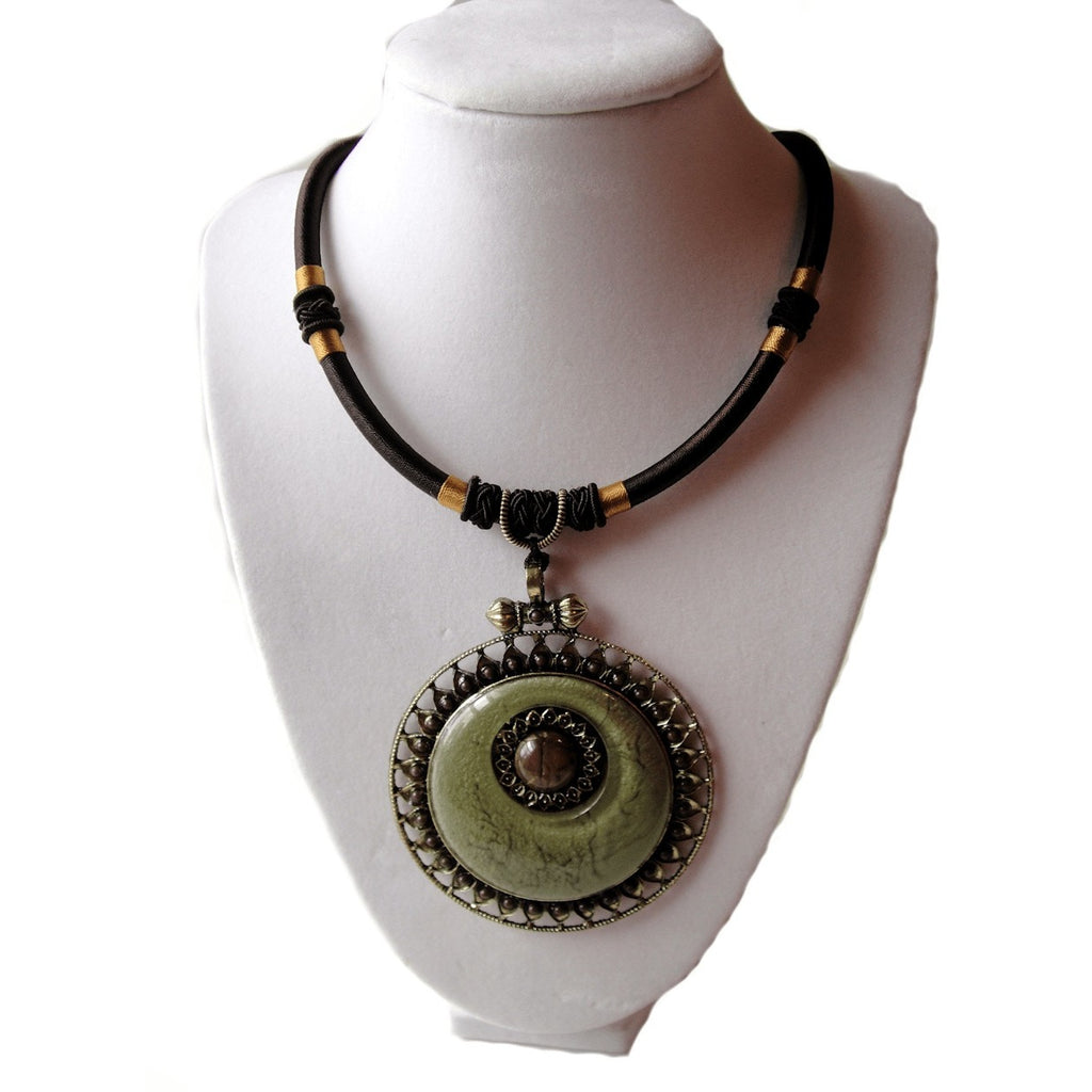 Nacklace - Round Cabochon Necklace