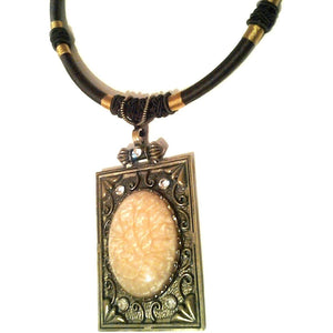 Square Cabcohon Necklace Cream Nacklace