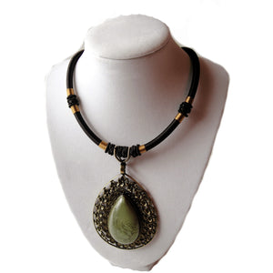 Tear Drop Cabochon Necklace Green Nacklace