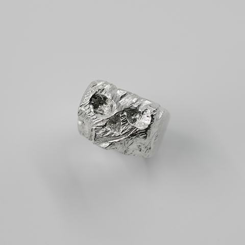 EXPOSED CHROMIUM SKULL RING