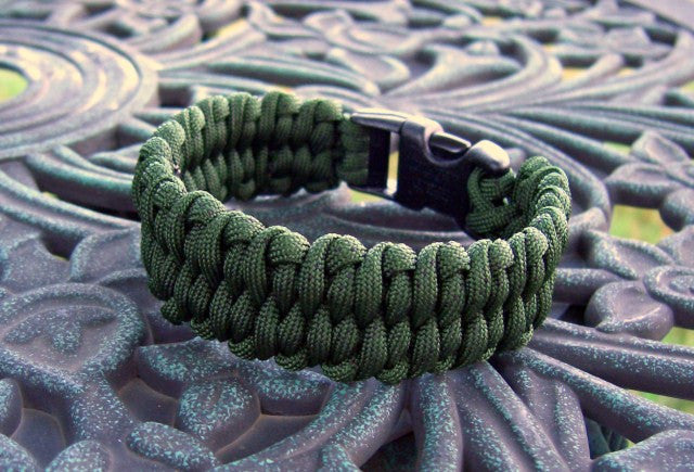 Here's 44 more awesome uses for your paracord bracelet