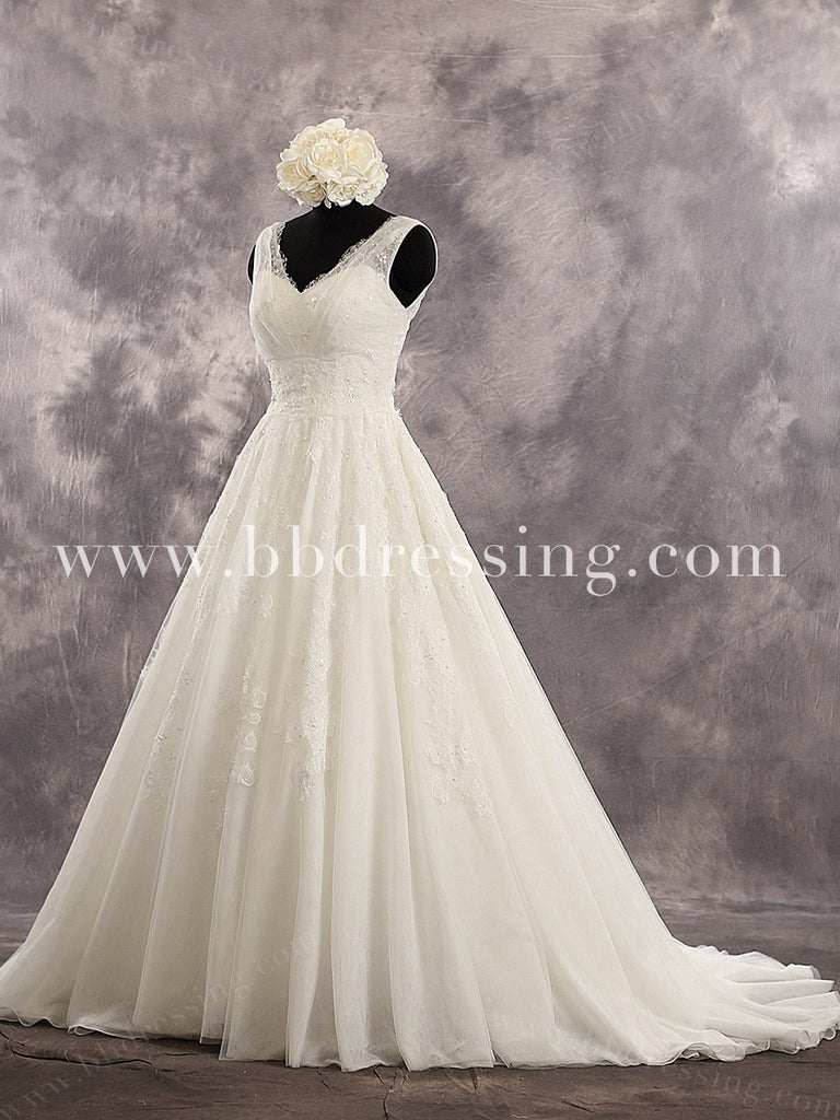 Gorgeous Sequined A Line Ivory Lace Wedding Dress V back Sweetheart Zipper Up Back Tulle Chapel Train Bridal Dress WD228
