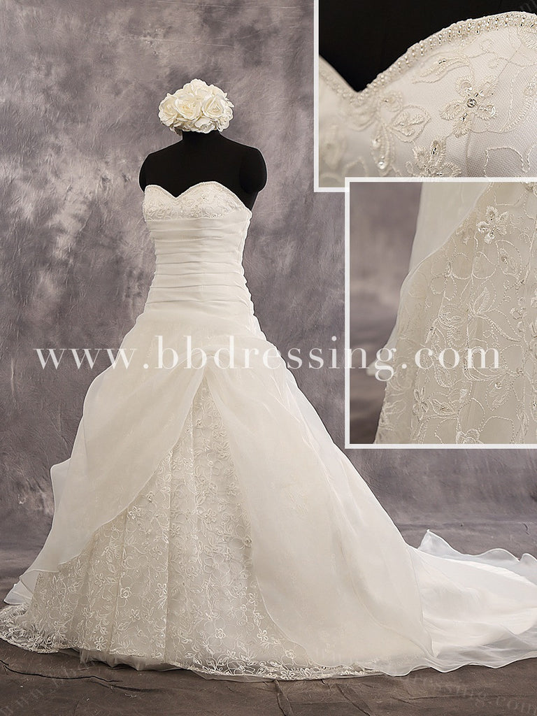 Sweetheart Strapless Chapel Train Beaded Details Bodice Wedding Dress Lace Up Back And Appliqued Skirt Style WD238
