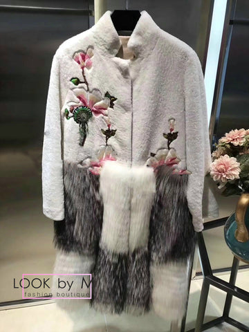 Меховое пальто Gucci с вышивкой серое  | Gucci gray fur coat with embroidery