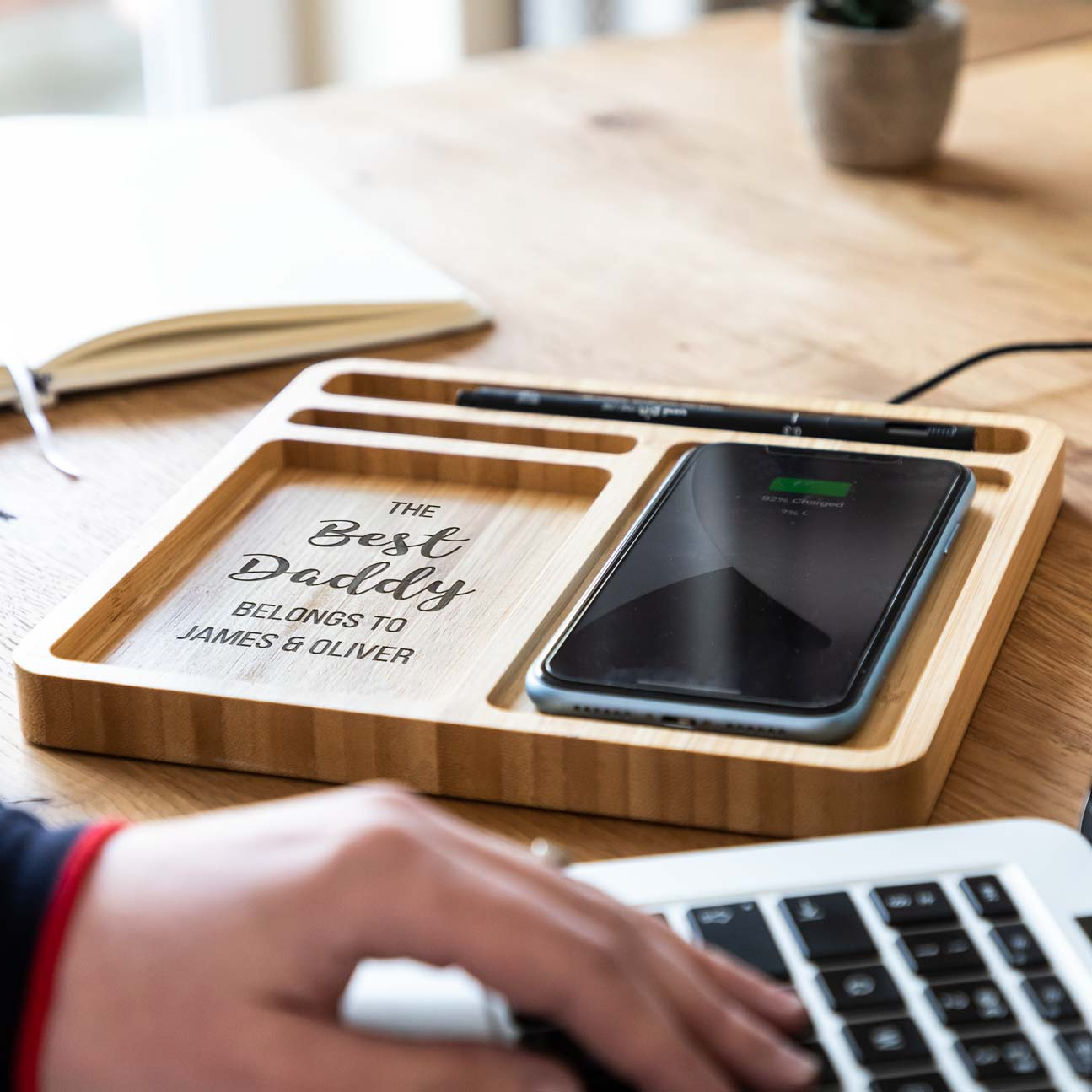 Personalised Best Dad Mum Desk Tidy Wireless Charger