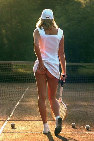 Tennis Girl Regular Poster (61x91.5cm) - On the Wall Art Print Posters & Gifts