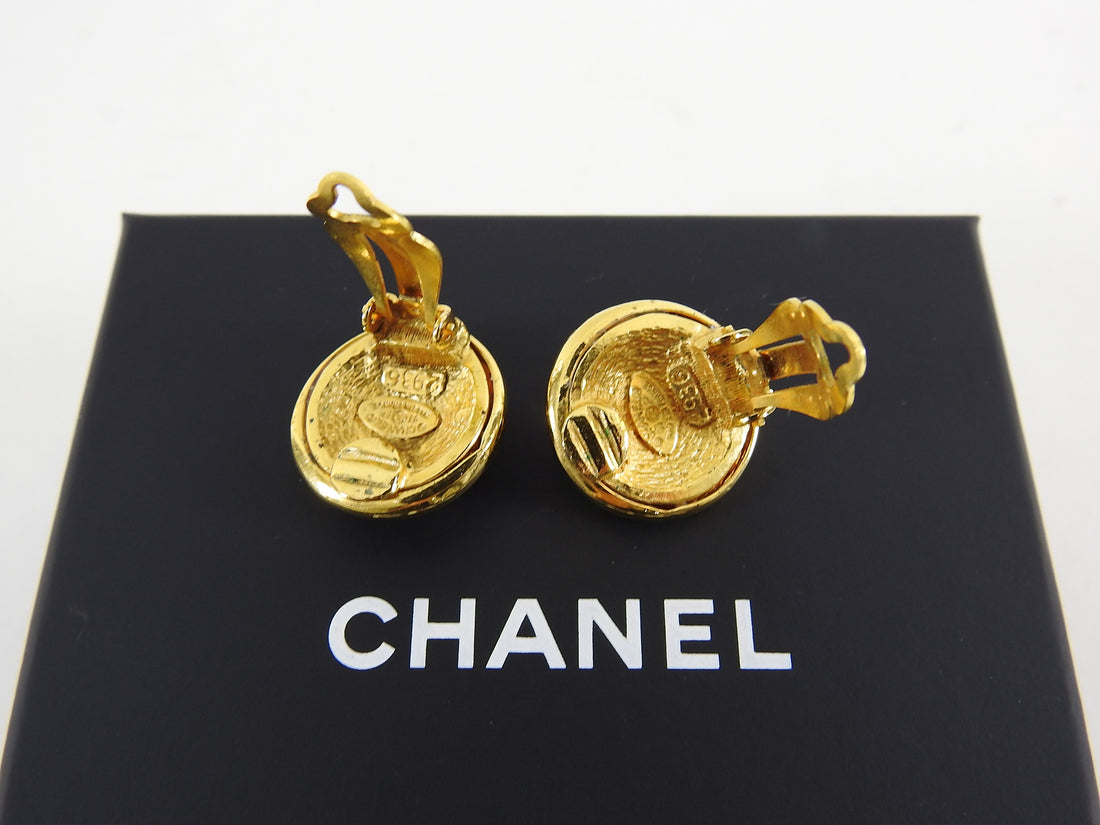 Chanel Vintage 93P Gold CC Logo Clip On Earrings