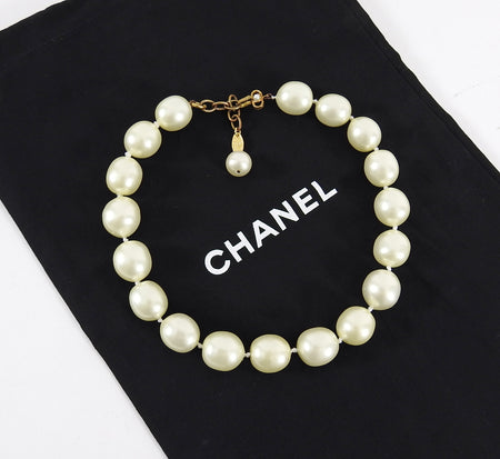 Chanel Vintage early 1990's Faux Pearl Choker Necklace