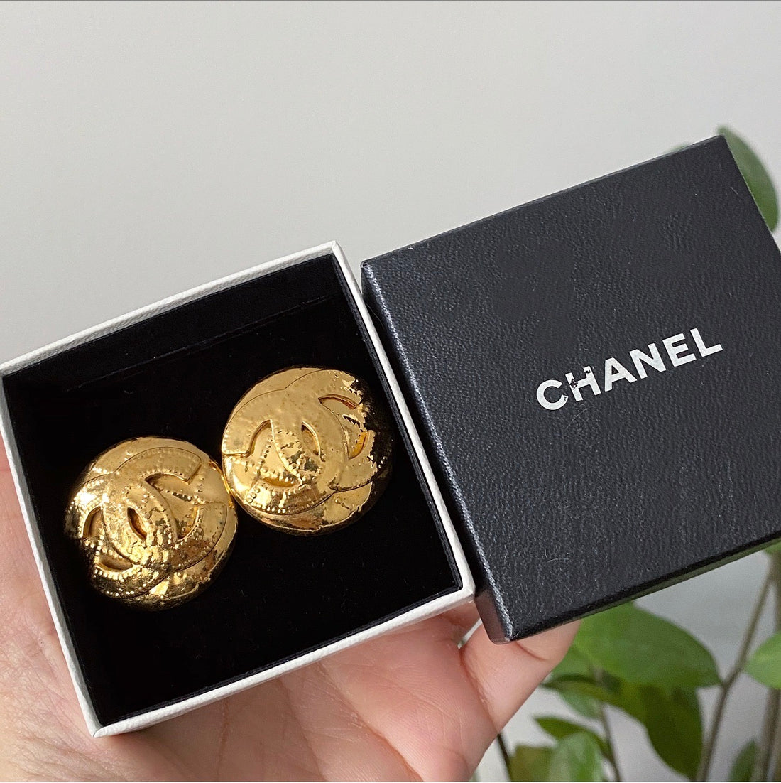 Chanel Vintage 1994 P Large CC Logo Clip on Earrings