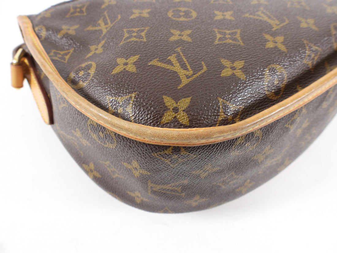 Louis Vuitton Menilmontant Monogram Canvas Messenger Bag