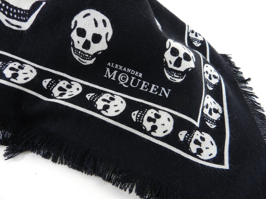 33911e8ee ... Alexander McQueen Large Black and White Skull Wool Shawl Scarf ...