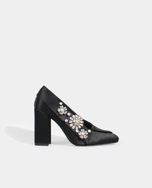 ESCARPIN SELENA BOUT CARRÉ TALON LARGE SATIN DE SOIE NOIR ORNÉ DE BIJOUX GORDANA BLACK SILK SATIN SQUARE TOE HIGH HEEL PUMP FLOWERS SILVER JEWELS