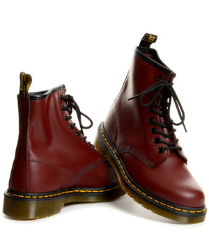 Klasszikus, 1460-as bordó Dr Martens bakancs.
