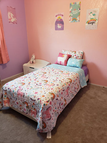 Unicorn Heart Quilt Set in a little girl's bedroom
