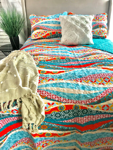Hailey Watercolor Wave Quilt Set by Lush Decor