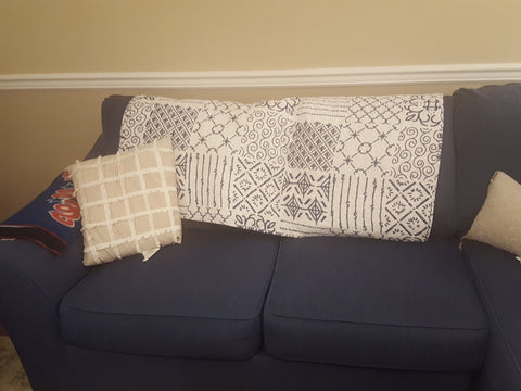 Monique Throw in Farmhouse Living Room