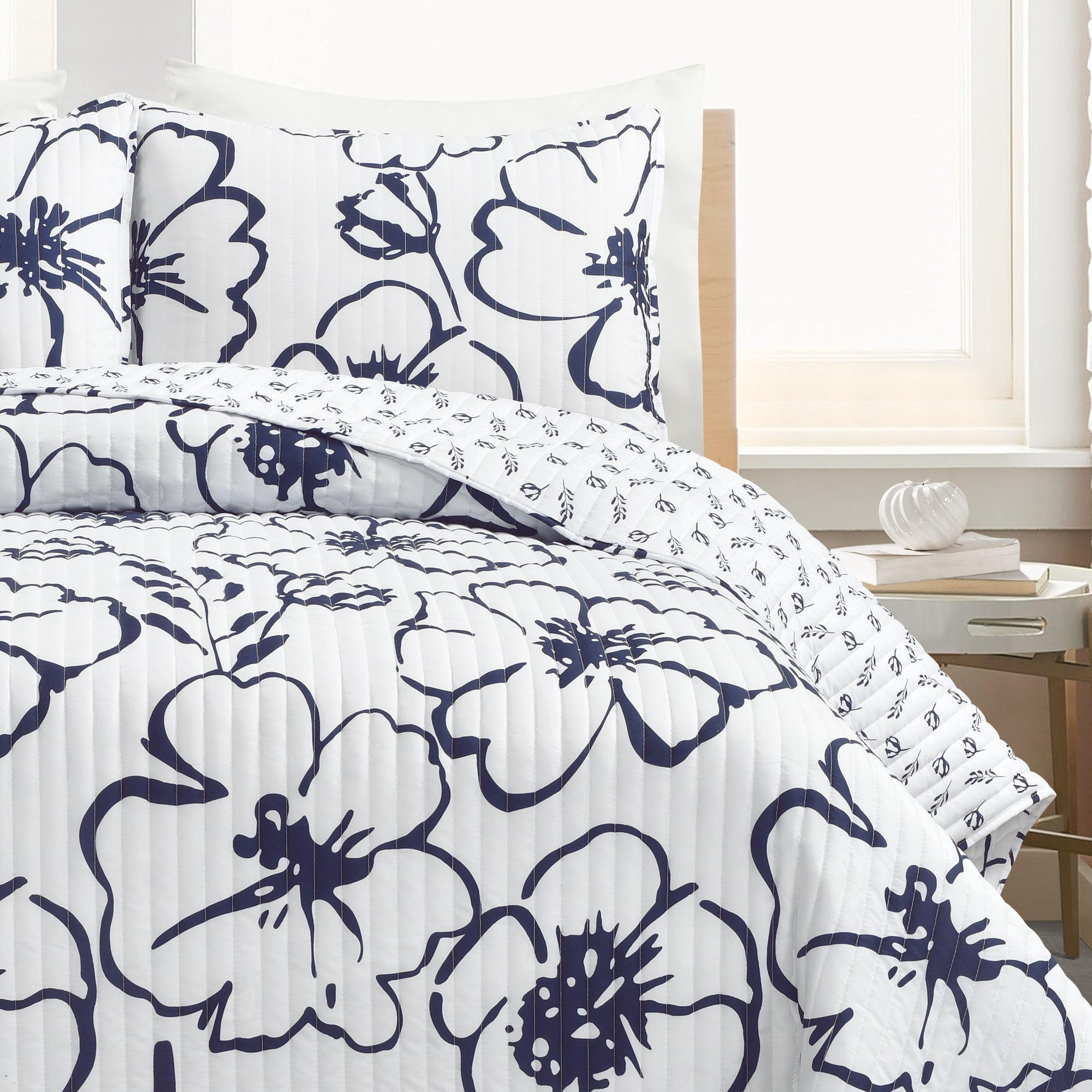 Scandinavian Floral Quilt 3 Piece Set