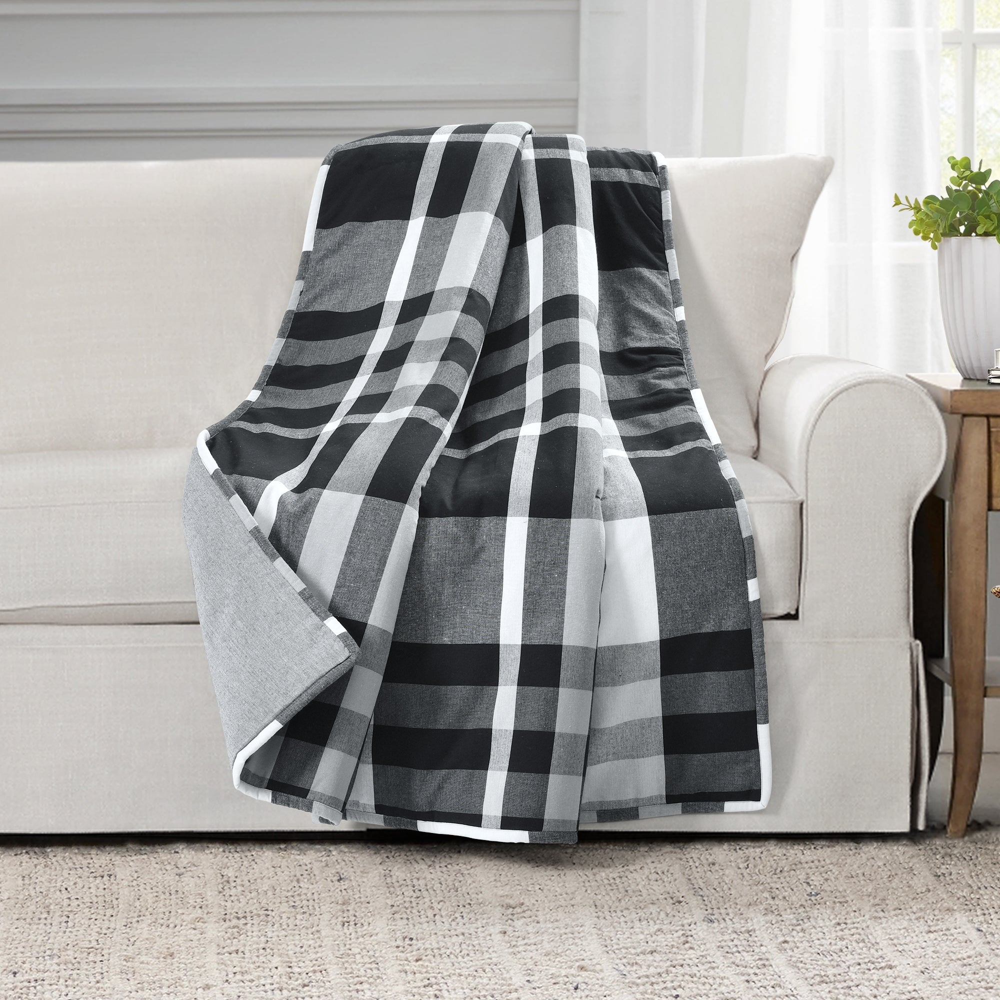 Farmhouse Yarn Dyed Plaid Throw