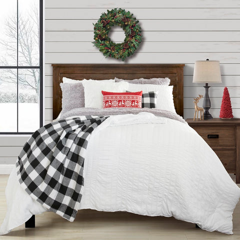 Lush Decor Curated Collection: Cozy Holiday