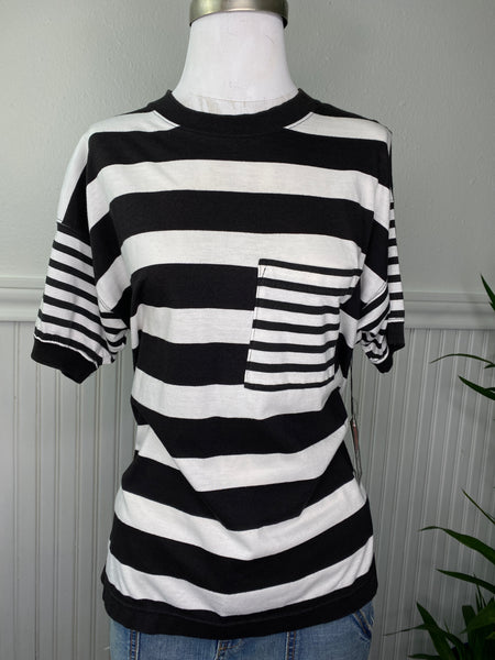 VINTAGE BLACK AND WHITE STRIPPED T SHIRT