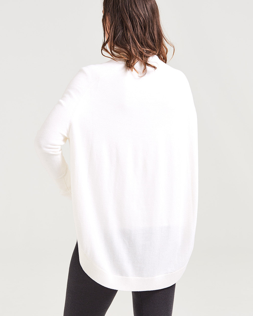 100% merino scooped hemmed turtleneck