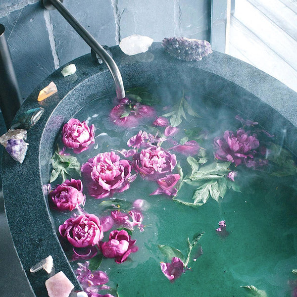 Gorgeous stone bathtub with roses and crystals