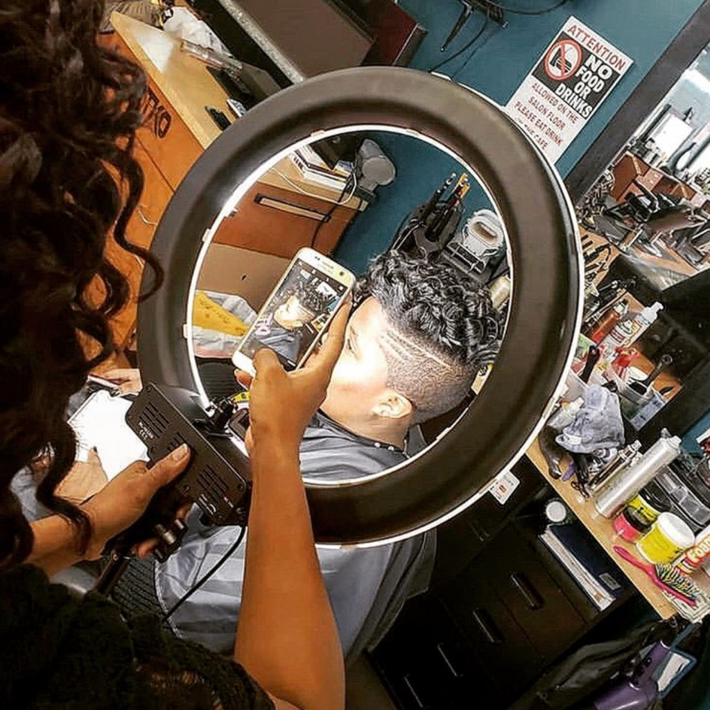 5 Tips on How to Use a Ring Light in Your Hair Salon
