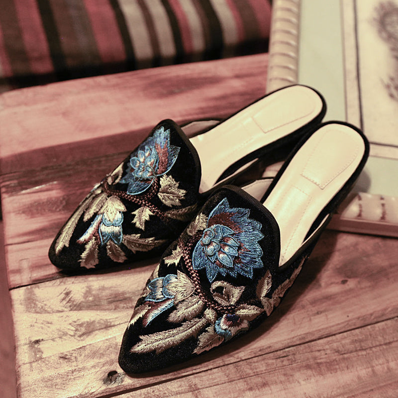 Suede Pure Color Pointy Toe Low Block Heel Embroidery Slippers