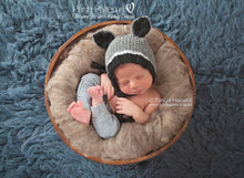 Load image into Gallery viewer, knit raccoon hat pattern