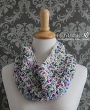 Load image into Gallery viewer, crochet cowl pattern